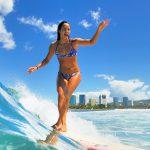 アンジェラマキ x GO NAMINORI サーフィンスクール in ハワイ。定員になり次第、予約終了!