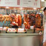 ハワイに住むカービーがこっそり教えるする絶品ハワイアンフード。『アリシアズマーケット』のローストポーク&ポキ!