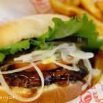 ハワイで本当に美味しい ハンバーガーを食べるならここ!《テディーズビガーバーガー》オアフ島だけでも11店舗ある人気店。